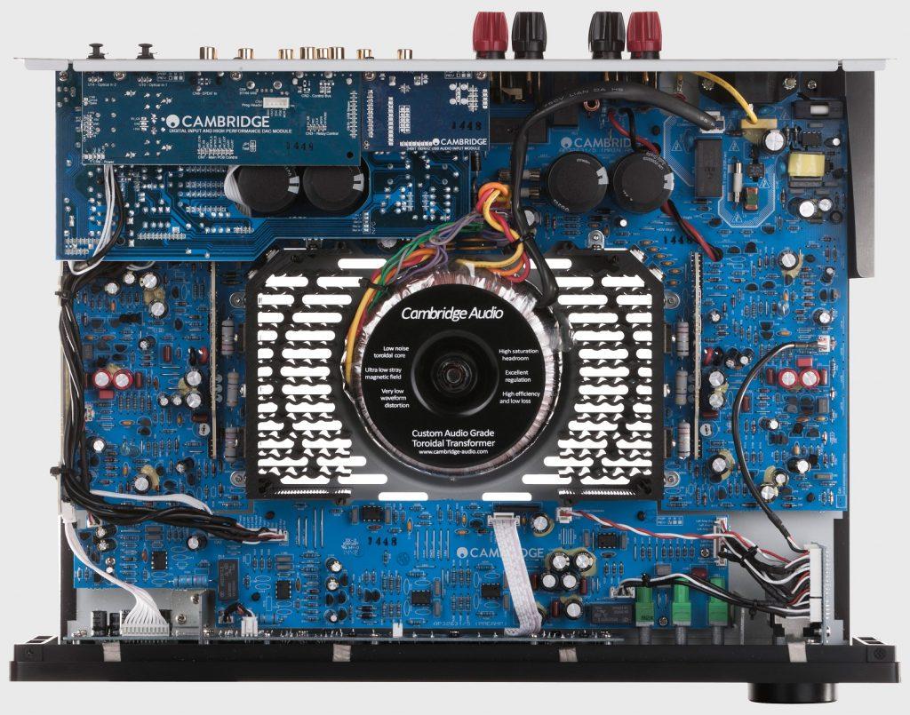 Cambridge Audio CX-A60 sehr solide und symmetrischer Aufbau