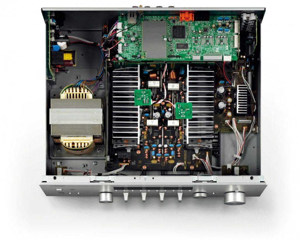 Yamaha RN-803D Netzwerkreceiver Innenansicht